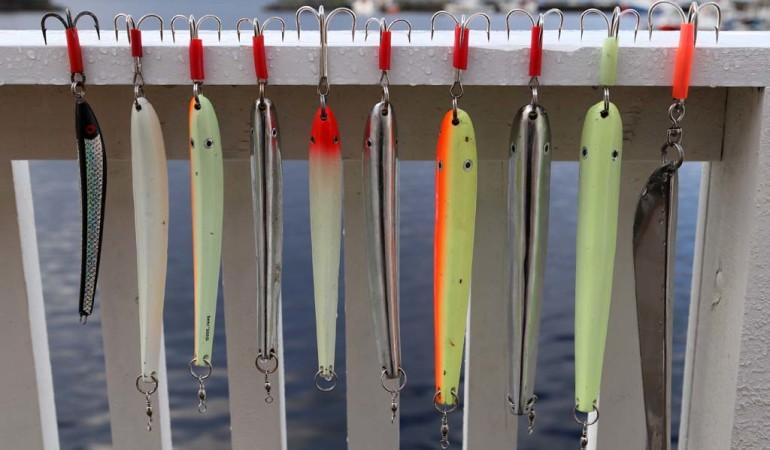 Pilker sind beim Angeln in Rørvik eine gute Wahl. Mit diesen grellen Farben hatte der Autor die besten Erfahrungen gemacht. Foto: S. Kaufmann