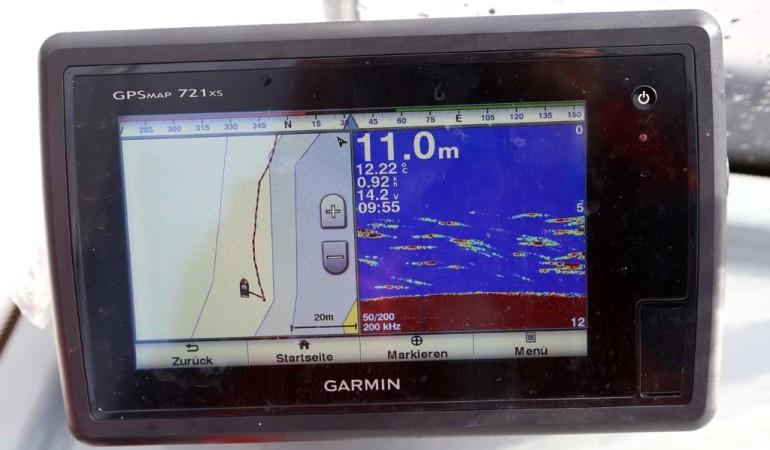 Ein Echolot, dass bei dem Booten inklusive ist, zeigt Strukturen und Fischschwärme an. Damit hat man beste Aussichten für eine erfolgreiche Ausfahrt. Foto: D. Figge