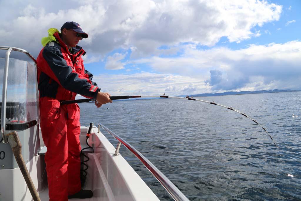 Autor Derrik Figge beim Drillen im am Nærøysund in Norwegen. Foto: D. Figge