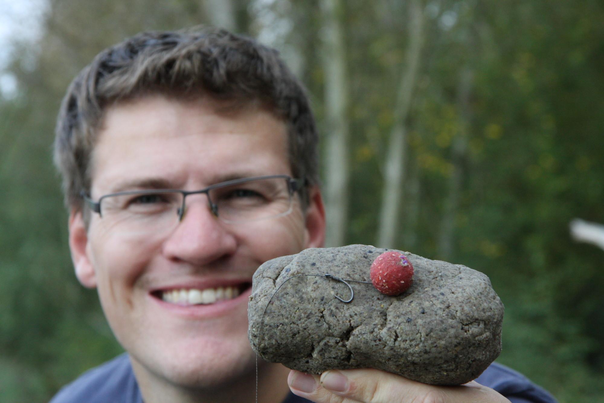 Karpfenangeln mit Teig und Boilie: Gregor Bradler kombiniert Paste und Kugel zu einem hoch attraktiven Karpfenköder. Foto: Gregor Bradler