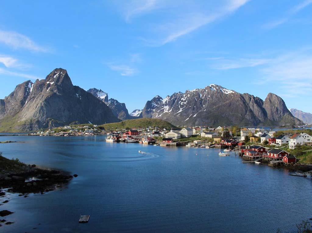 Ferienhaus auf den Lofoten: Traumhafter Ausblick. Das macht doch Lust auf Angeln!