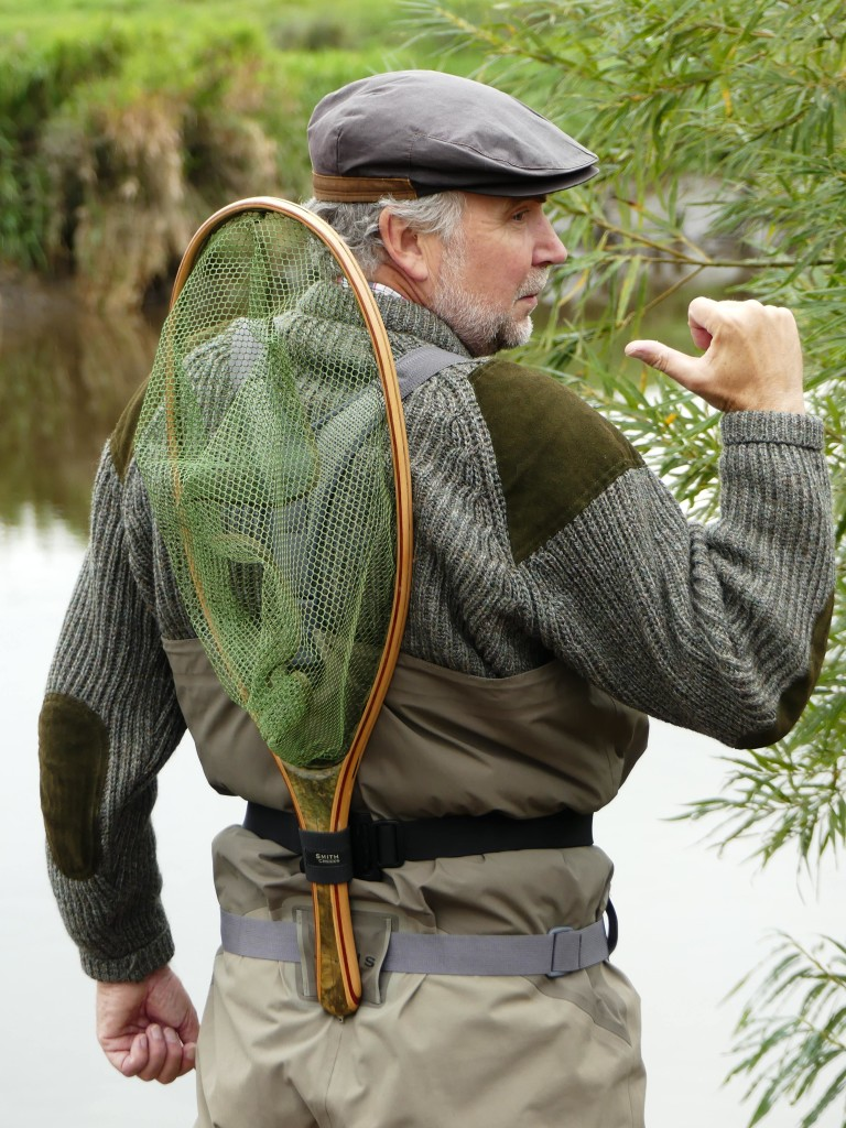 Messe Leidenschaft Angeln: Bernd Kuleisa ist einer der bekanntesten Fliegenfischen-Autoren. In Ausgabe 2-17 von FliegenFischen werden Sie beispielsweise seinen Bericht über diese Schonkescher lesen.