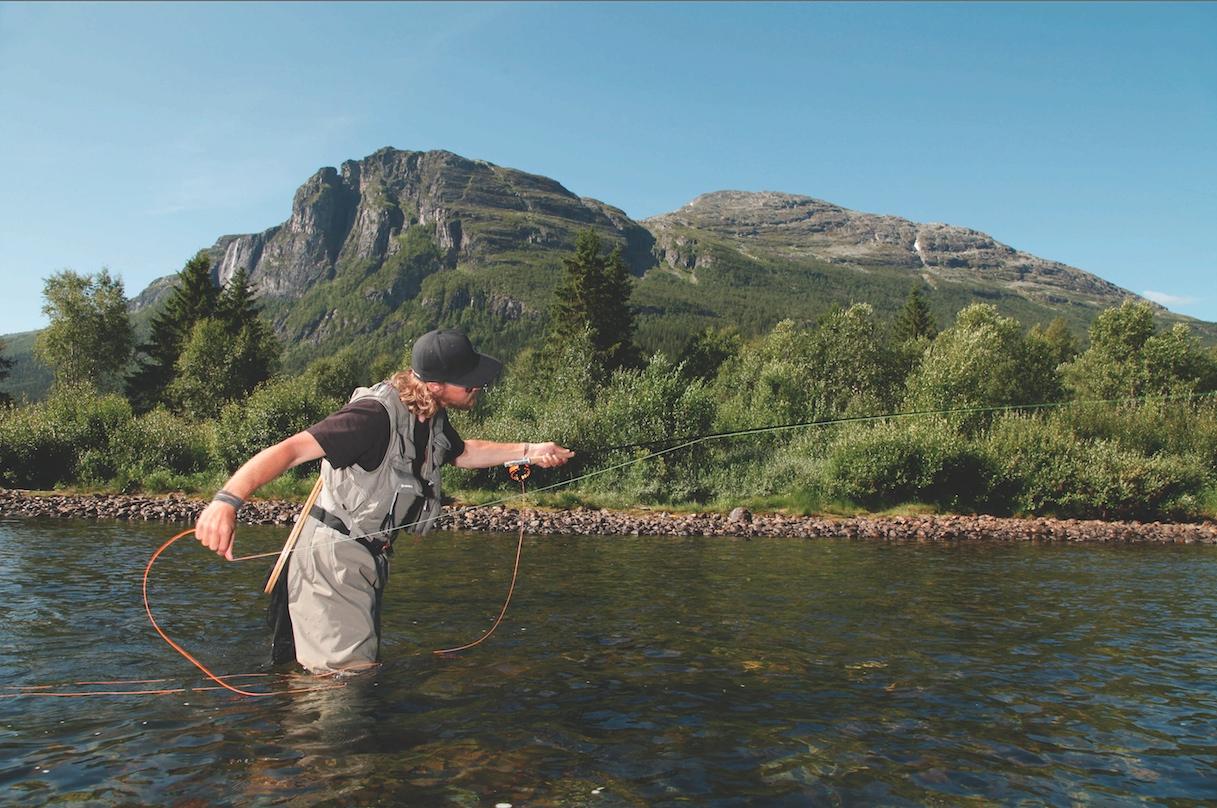 """Fliegenfischen in Norwegen, Hemsedal. Hier wurde einer der ersten """"Fly only-Strecken in Norwegen eingeführt. Der Bachforellen-Bestand hat sich seitdem hervorragend entwickelt. Foto: NEB"""