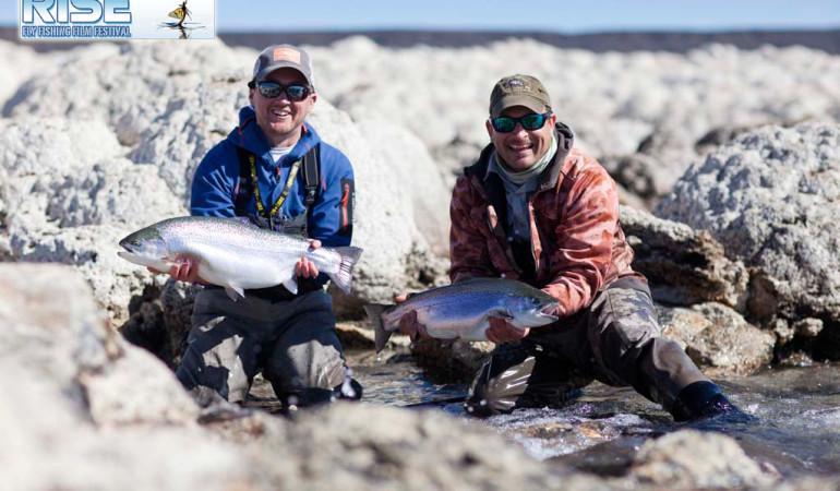 Doppeltes Fangglück von diesen zwei großen Regenbogenforellen aus dem Lago Strobel in Argentinien. Foto: Rise Fly Fishing