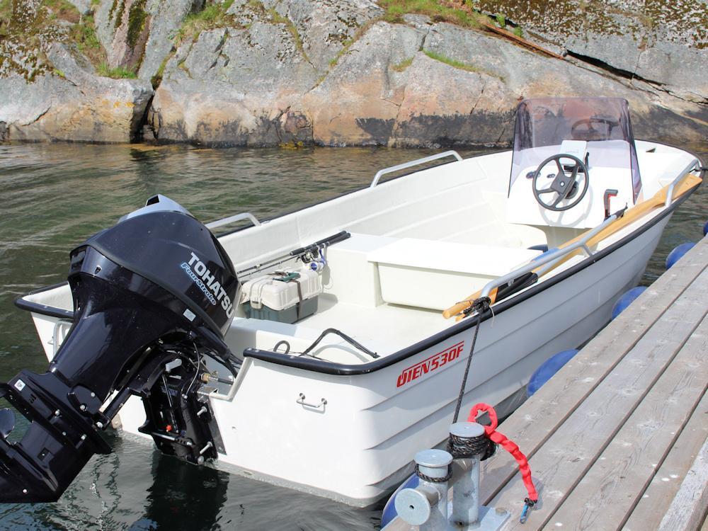 Das Boot, dass im Ferienhaus inklusive ist, ist mit einem starken 40 PS Motor ausgestattet. Foto: Borks