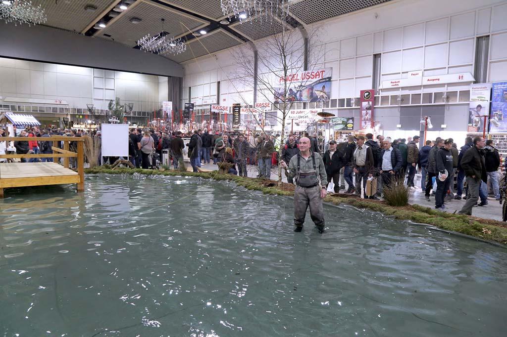Wer sich beim Fliegenfischen ausprobieren möchte, ist auf der Fisch & Angel genau richtig. Foto: Anja Cord