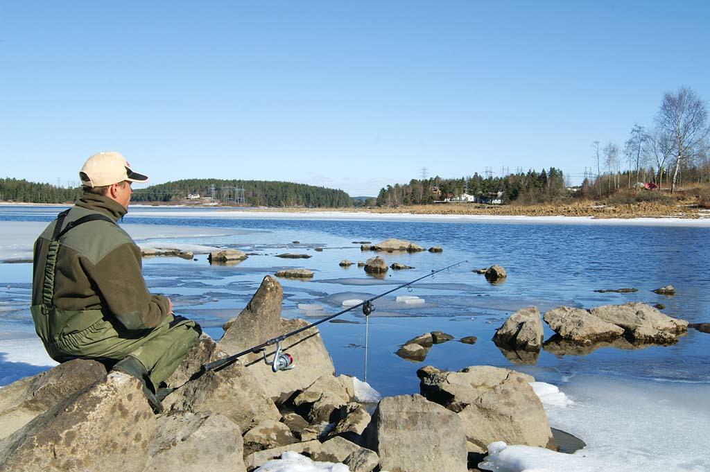 Beim Zanderangeln mit Köderfisch ist man mit leichtem Gerät oft im Vorteil, wenn man ständig einen Platzwechsel vornehmen muss. Foto: BLINKER/H. Aderkaß