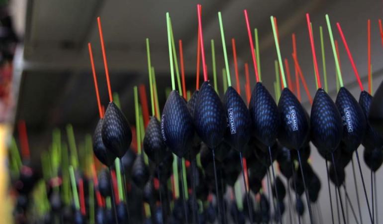 Hart im Strom kann man mit diesen bauchigen Posen angeln. Foto: A. Pawlitzki