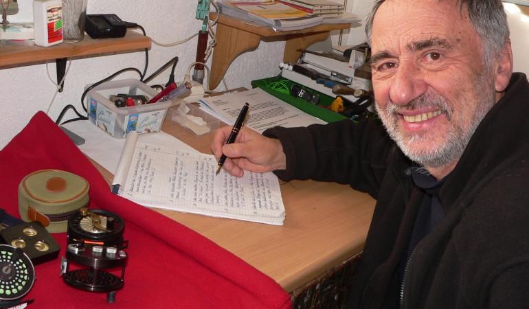 Udo Hildebrandt arbeitet am Auktionskatalog – am 6. Mai wird es die letzte Auktion bei Udo Hildebrandt geben. Das Auktionshaus jedoch bleibt bestehen.