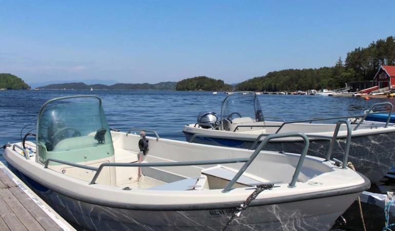 Voll ausgestattete und sichere Boote warten auf die Norwegen-Urlauber. Foto: Borks