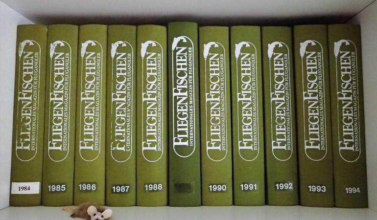Eine FliegenFischen-Sammlung der Jahre 1984 bis 1994 – und es geht weiter! Die grünen Sammelmappen für FliegenFischen, natürlich mit Leineneinband, sind jetzt wieder erhältlich!