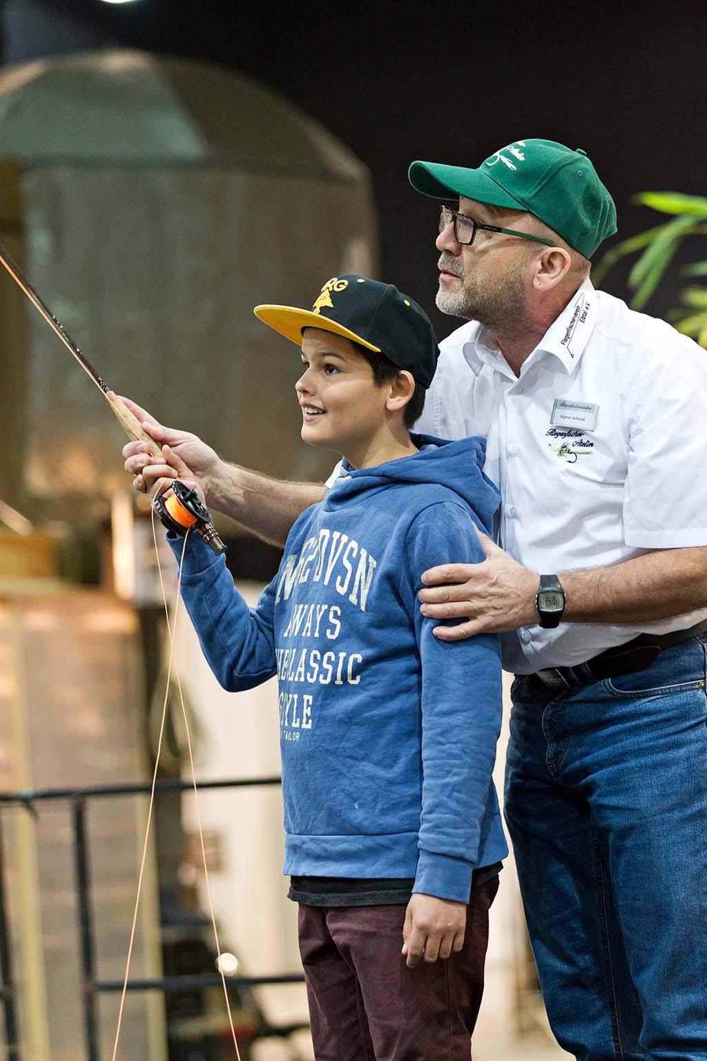 Nicht nur die Profis unter den Fliegenfischen, sondern auch die, die es gerne mal ausprobieren möchten, kommen hier auf ihre kosten. Foto: Messe Offenburg / BRAXART