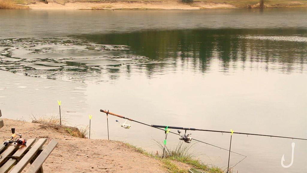 Der letzten Zeichend es Winters: Eisschollen auf dem Forellensee. Foto: Fischköppe