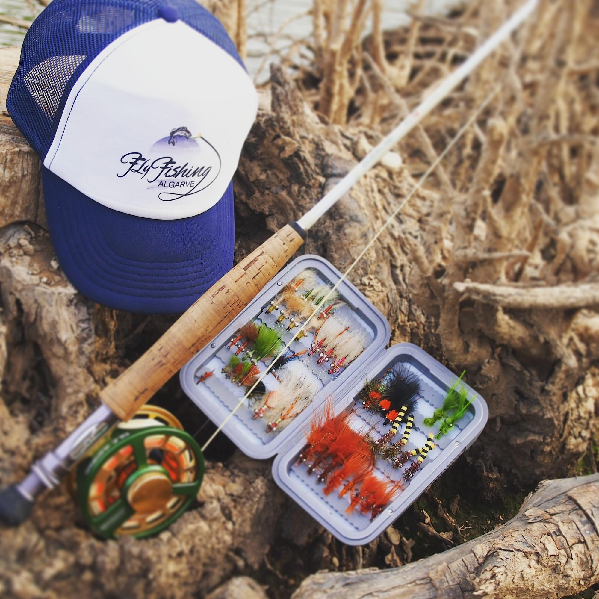 Für das Fliegenfischen an der Algarve benötigen Sie keine Spezialausrüstung, eine 8er Fliegenrute passt im Süßwasser und Salzwasser.