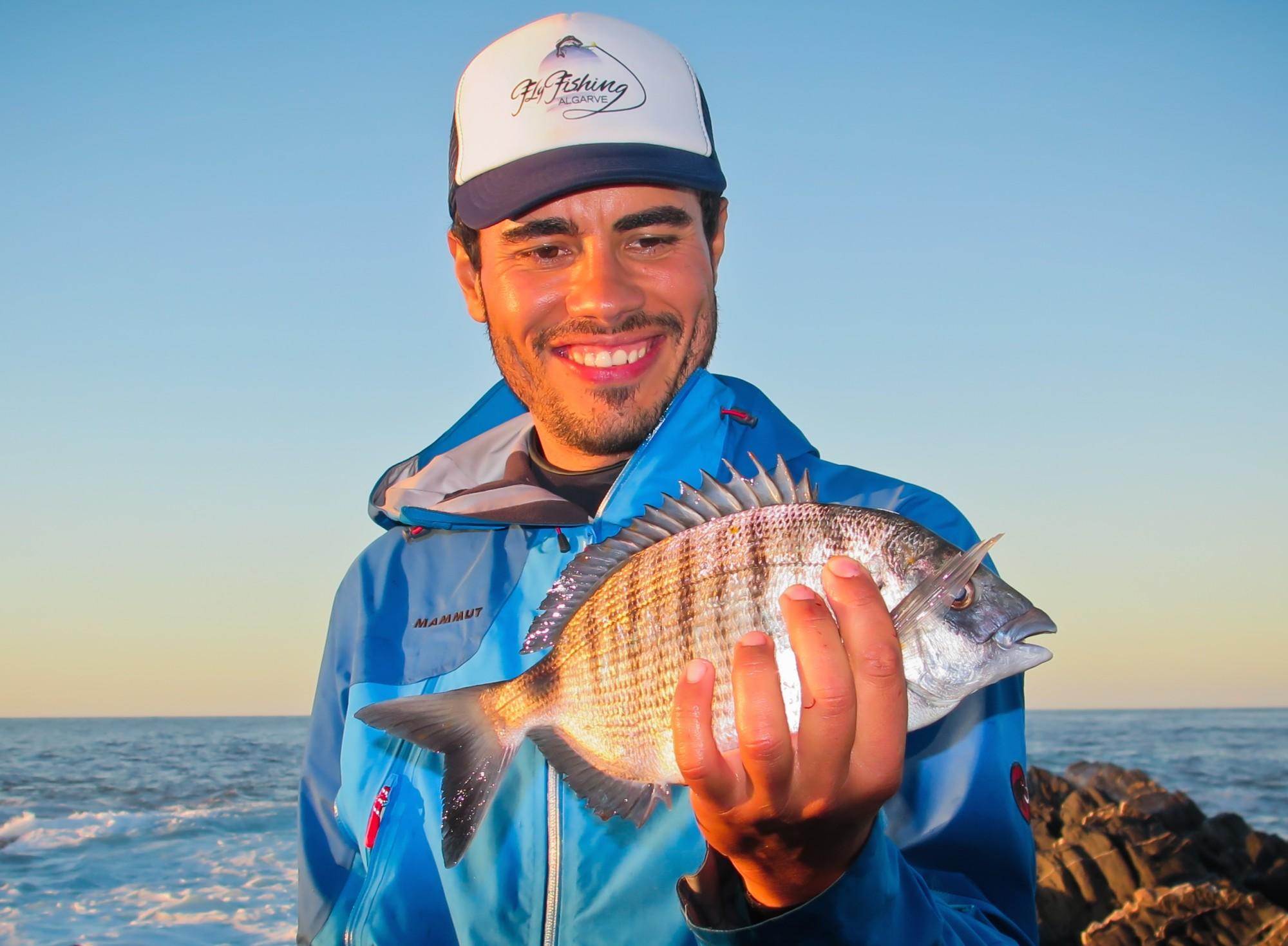Ihr Mann für das Fliegenfischen an der Algarve im Süßwasser und Salzwasser: Guide Marco de São Vicente.