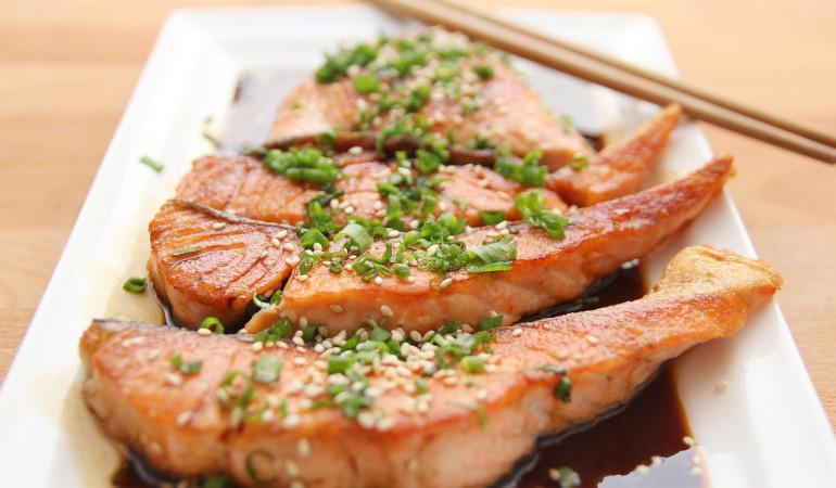 Kulinarische Fischrezepte werden auf der großen Show-Bühne zubereitet. Foto: pb