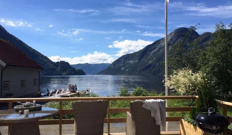 Ein Angelurlaub in Stranda am Vadheimsfjord bietet vielfältige Möglichkeiten für Urlauber an. Vom Angeln bis hin zu ausgedehnten Wandertouren und Sightseeing findet hier jeder das Richtige. Foto: Borks
