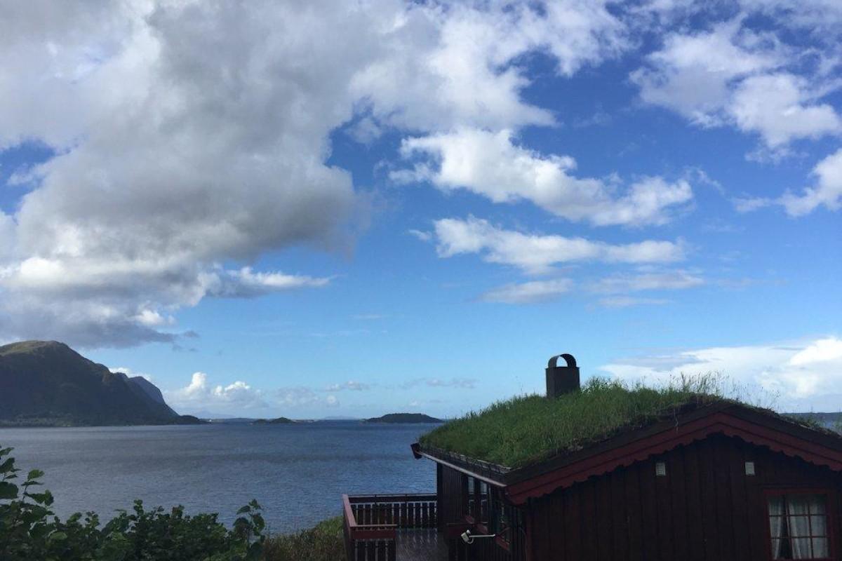 Vom Ferienhaus am Julsund hat man einen top Ausblick auf das Wasser. Foto: Borks
