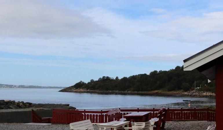 Auf der Terrasse kann man wunderbar einen Angeltag ausklingen lassen. Foto: Borks