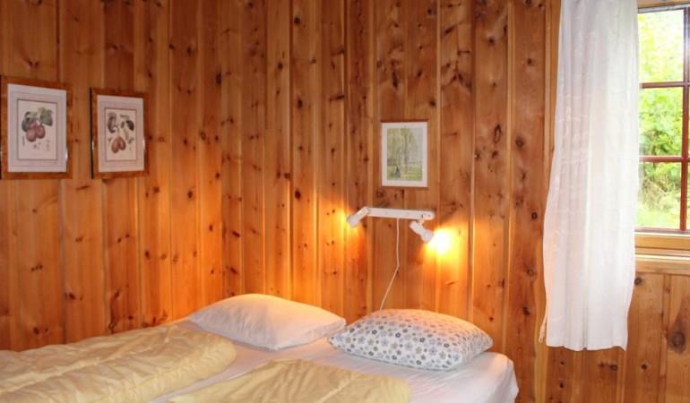 Das Schlafzimmer ist gemütlich eingerichtet. Foto: Borks