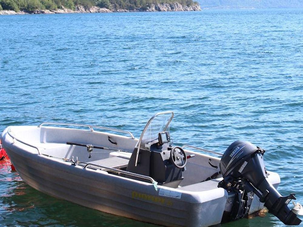 Die Angelboote sind mit einem Steuerstand ausgestattet und bieten genügend Platz. Foto: Borks