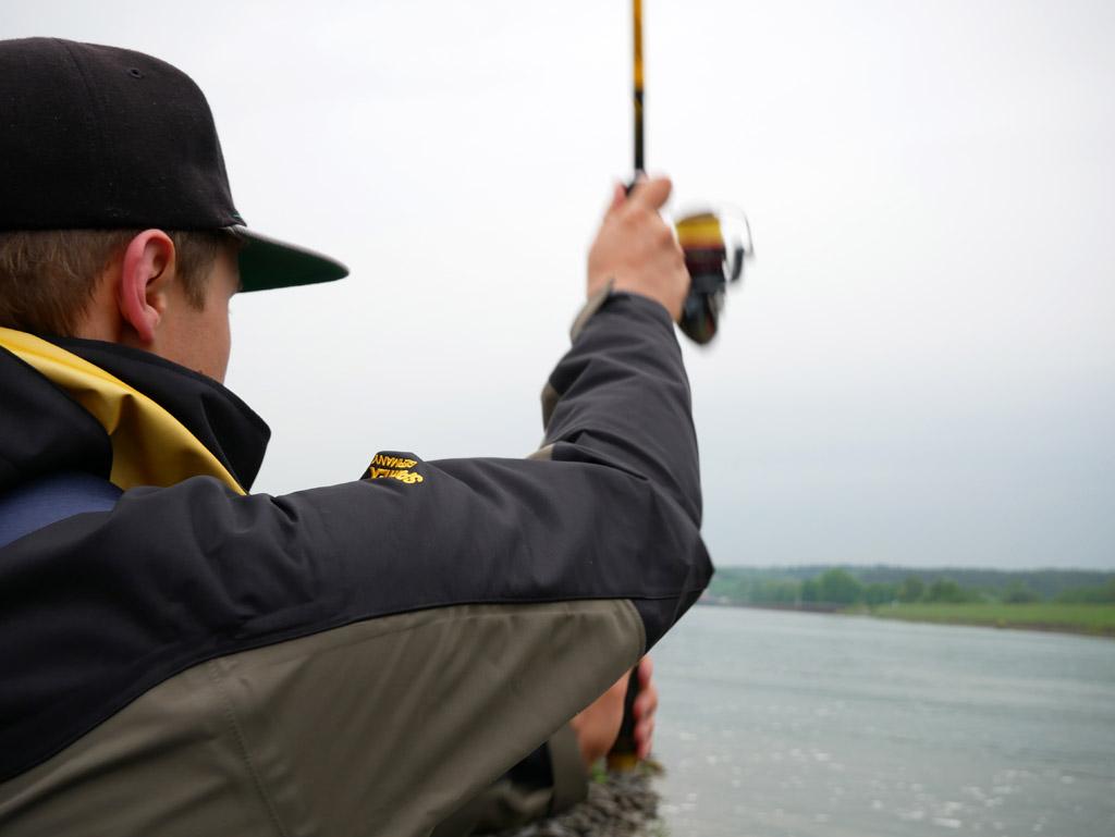 Ein aufziehendes Unwetter vermasselte den beiden Fischköppen leider die Zander-Tour am Kanal. Foto: Fischköppe