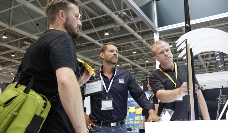 Am Stand von Pure Fishing ging Steffen Jude auf die Fragen der Redakteure ein.