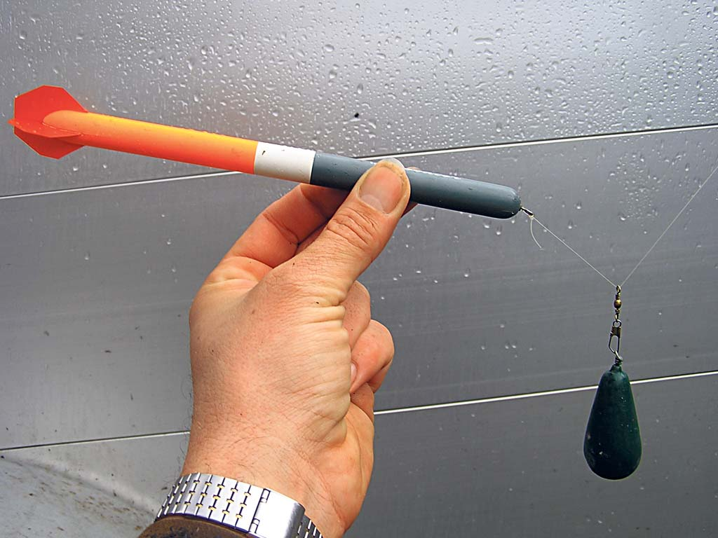Das Lotblei sollte die Tragkraft der Pose wesentlich überschreiten, damit es fest am Gewässerboden liegt. Foto: AW/Handschuh