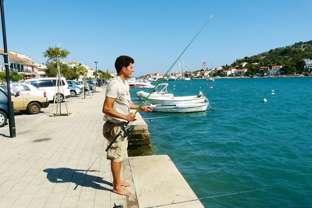 So sicher wie die Boote sind auch die Fische in jedem Hafen beim Angeln in Kroatien. Foto: BLINKER/P. Schmidt