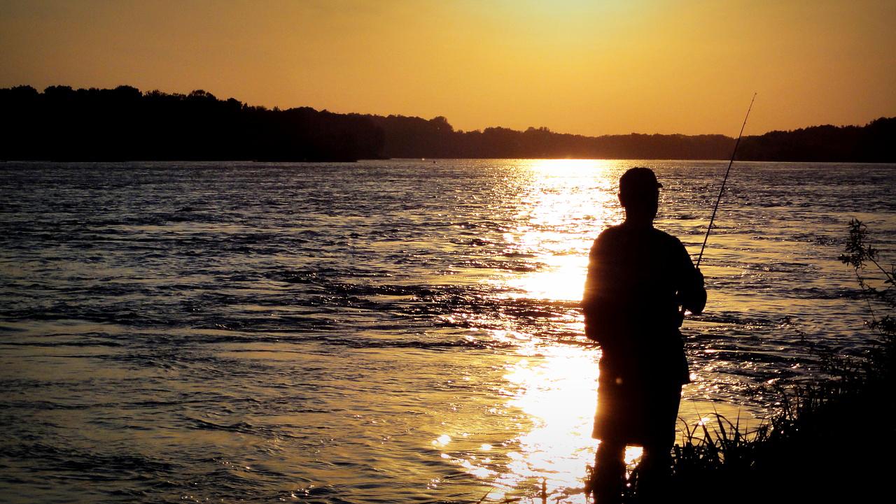 Ohne Angelschein, sind solche Momente mit der Angler am Wasser leider nicht möglich. Foto: pb