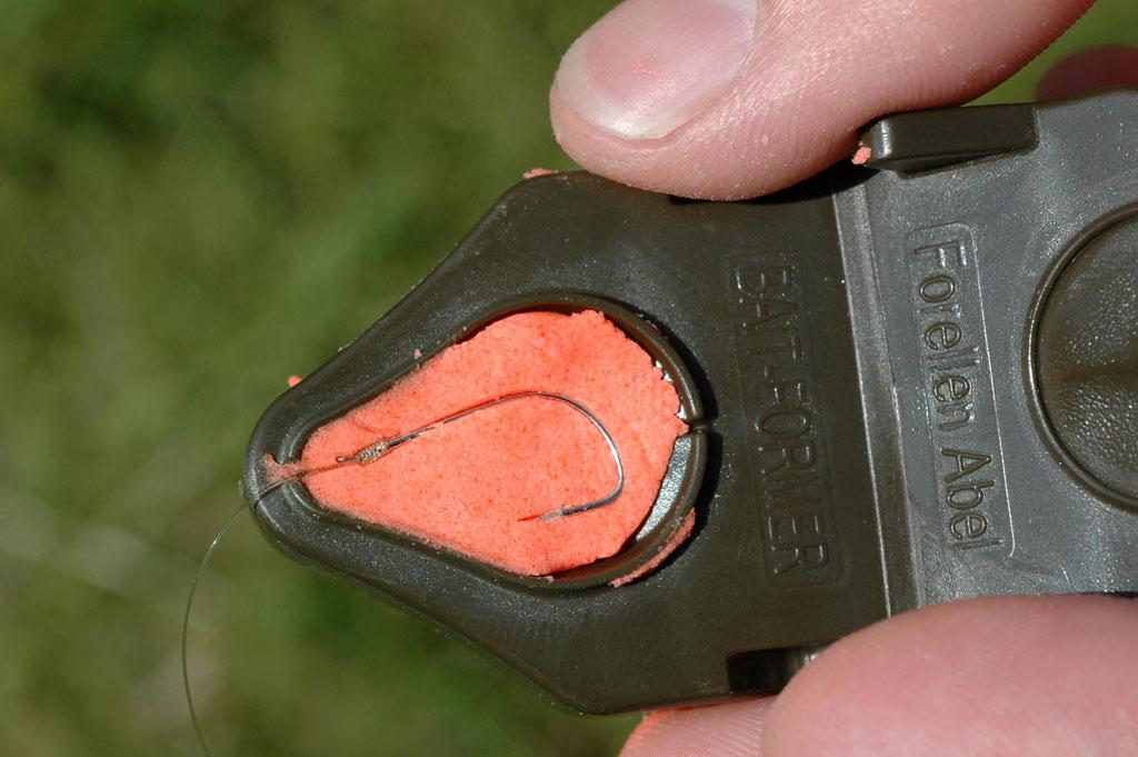 Ein Forellenteig-Former spart nicht nur Zeit, sondern er bringt auch den Teig in eine optimale Form. Foto: BLINKER