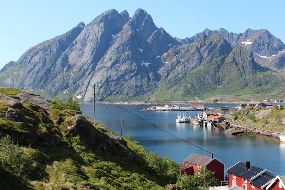 Ein Angelurlaub auf den Lofoten verspricht beste Aussichten auf eine atemberaubende Landschaft und dicken Fischen. Foto: Borks