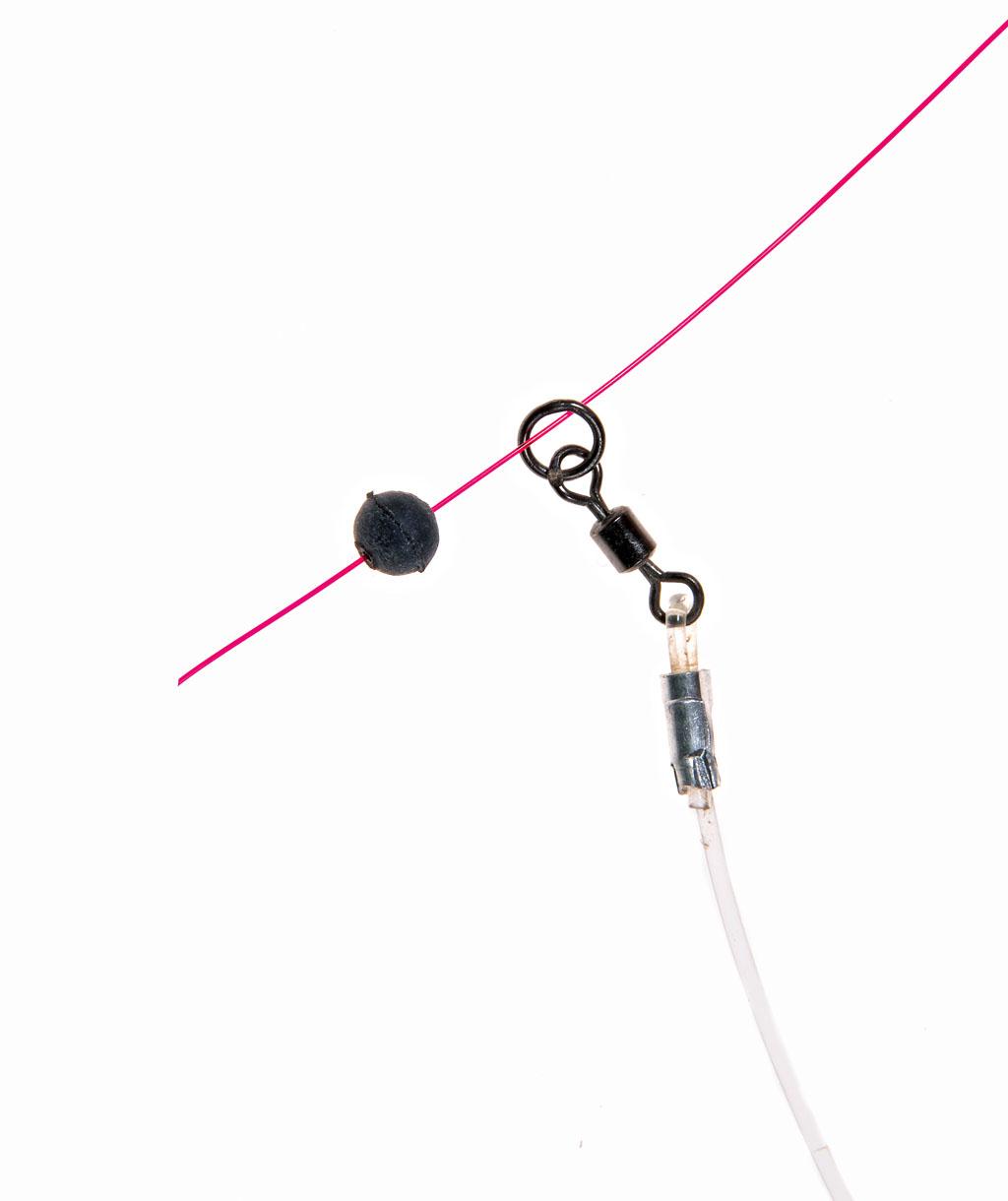 Jetzt folgt der Zusammenbau der Einzelteile. Im ersten Schritt wird der Seitenarm und die Gummiperle auf die Hauptschnur aufgefädelt. BLINKER: W. Krause