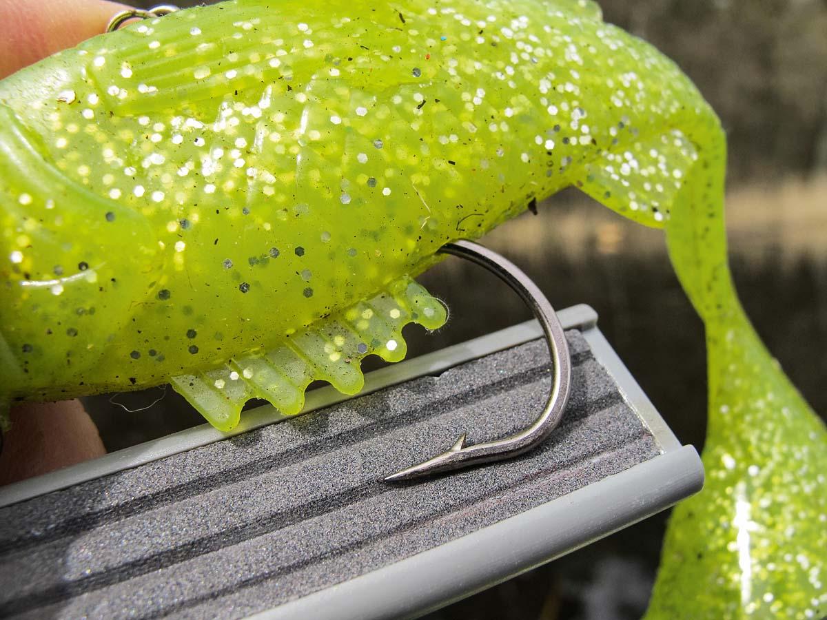 Die Schärfe macht's! Wer seine Haken regelmäßig schleift (oder austauscht), beugt Fehlbissen vor. Foto: BLINKER/M. Wehrle