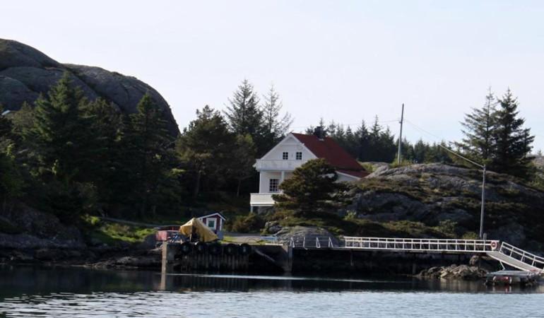 Inmitten der traumhaften Naturlandschaft liegt das Ferienhaus am Sognesjøen. Foto: Borks