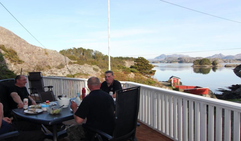 Auf der Terrasse kann man wunderbar den Tag ausklingen lassen. Foto: Borks