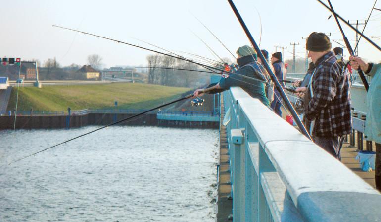 Das Angeln auf dem Rügendamm soll Ende März 2018 wieder möglich sein. Foto: BLINKER/T. Bein