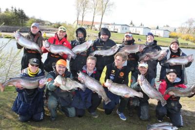 Glückliche Fänger von Großforellen beim letztjährigen Big Cash Trout Cup. Solche Fische warten auch in 2018. Foto: TFT
