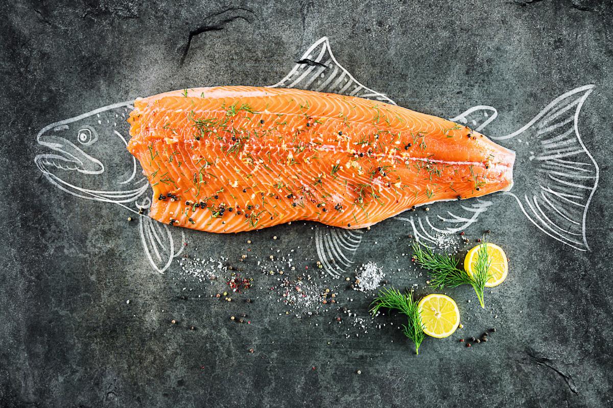 In FliegenFischen 1-18 zeigt Ihnen Michael Werner das Rezept, mit dem Sie zum Beispiel aus einer Regenbogenforelle einen Gravad Lachs machen. Foto: Fotolia