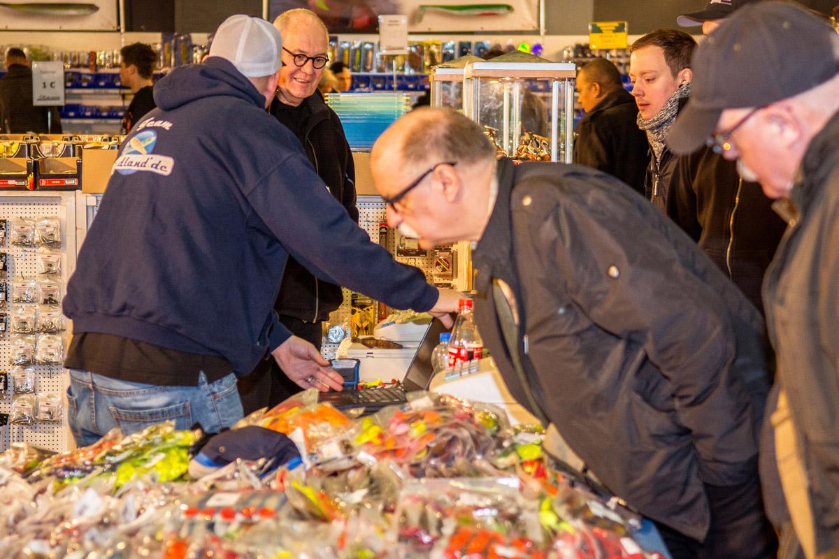 """Staunen und shoppen: Auf der Messe """"Angeln"""" in Duisburg kommt jeder auf seine kosten. Foto: angelmesse.de"""