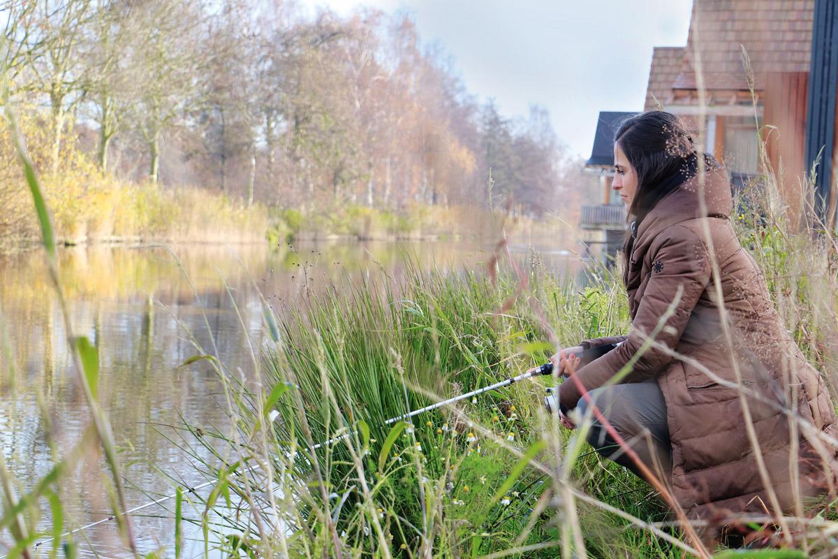 Claudia beim Hechtangeln in Holland. Foto: BLINKER/F. Pippardt