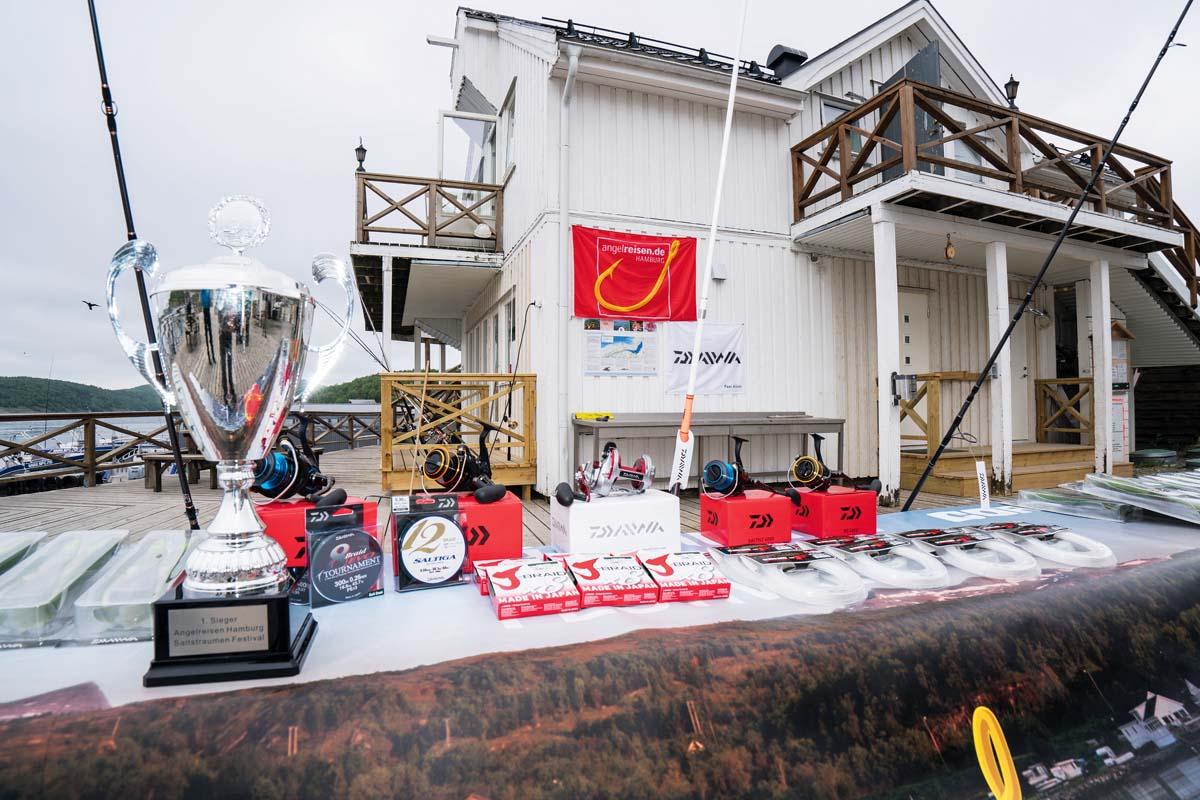 Auf die Sieger warteten tolle Preise und Pokale. FOTO: A. Seiberlich/Angelreisen Hamburg