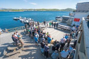 Am ersten Tag wurden die Starterpakete für die 92 Angler verteilt. FOTO: A. Seiberlich/Angelreisen Hamburg