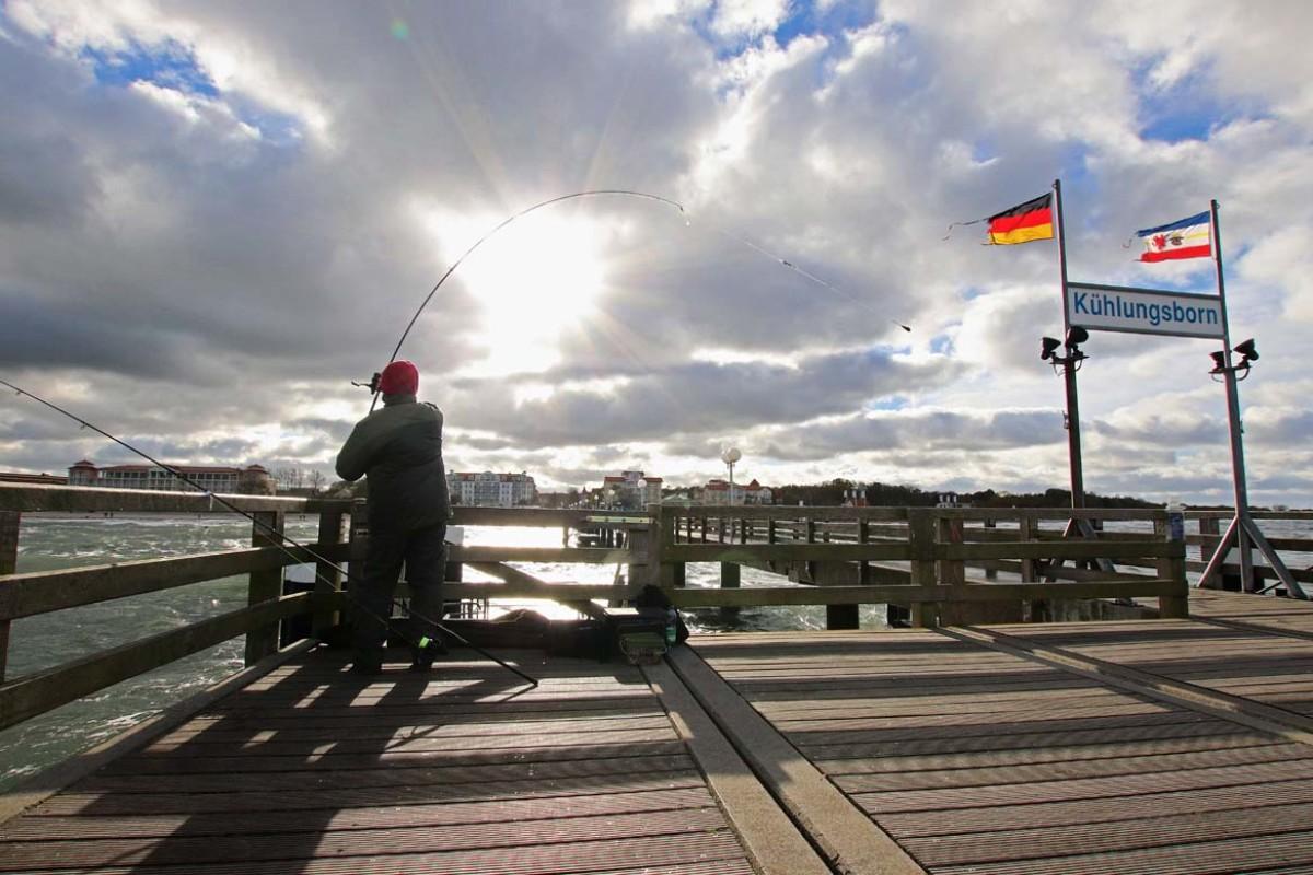 Beim Angeln von Seebrücken muss man nicht weit werfen, um die fängigen Rinnen zu erreichen. Bei wenig Wind ist Karpfengerät völlig ausreichend, um an die Spots zu kommen. Foto: BLINKER/F. Pippardt