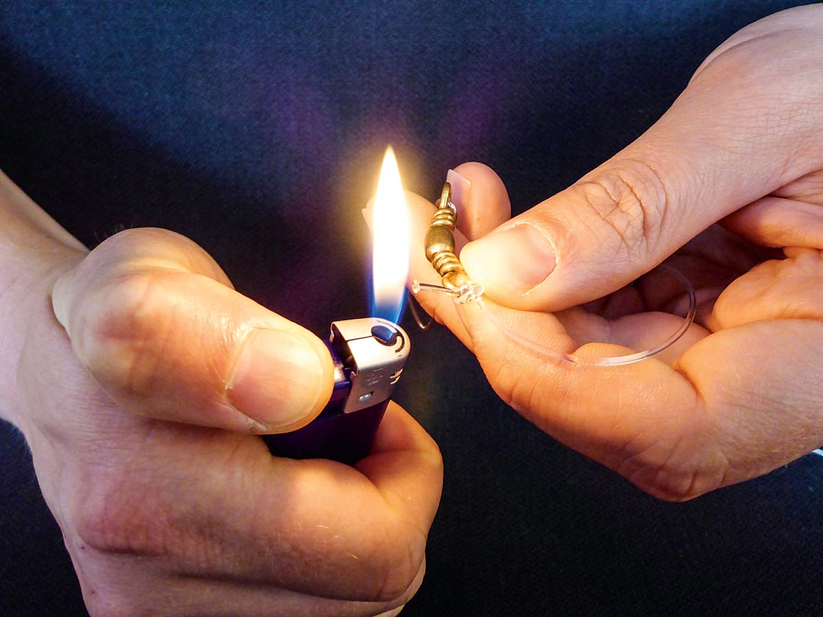 ... und am Ende mit dem Feuerzeug zu einem kleinen Knubbel verschmolzen. Foto: BLINKER/L. Berding