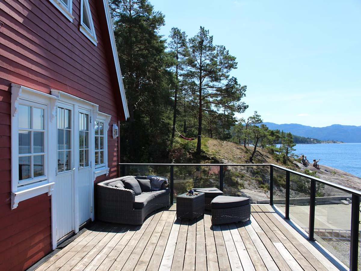 Auf der großen Terrasse kann man wunderbar den Tag beginnen oder ausklingen lassen. Foto: Borks