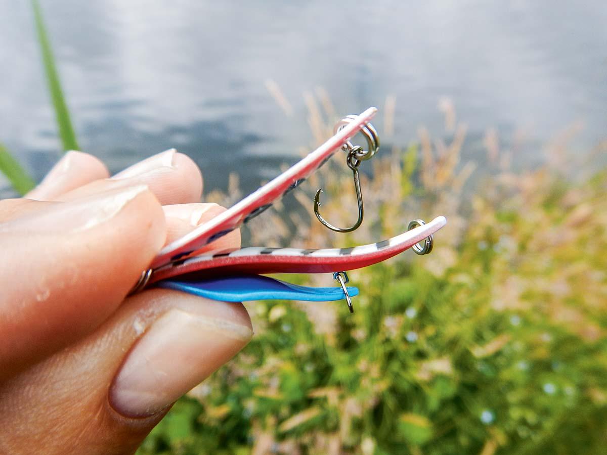 Spoons sind kleine Löffelblinker, die meisten Köder sind zwischen 1,5 und 4,5 Gramm schwer. Für den Einsatz am Forellensee sind sie serienmäßig mit Einzelhaken ausgestattet. Foto: ANGELSEEaktuell