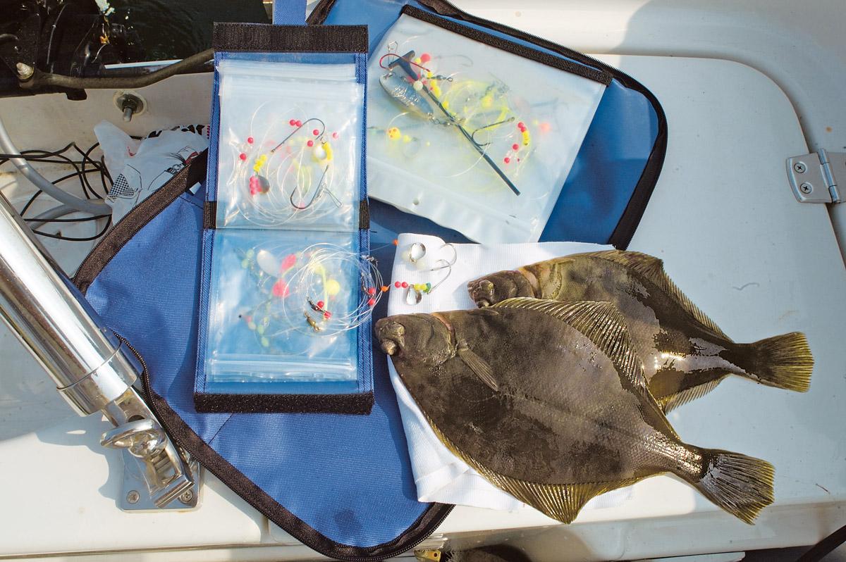 Plattfisch-Montage kann man fertig im Handel erwerben oder sie einfach selbst bauen. Anschließend sollten sie in entsprechenden Vorfachtaschen aufbewahrt werden. Foto: S. Rose
