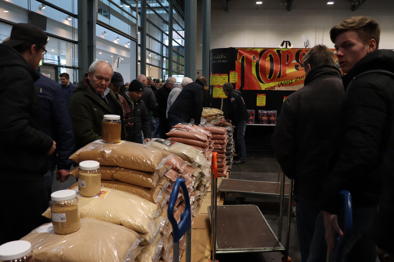 Futter wurde in 10-Kilo-Säcken gleich Sackkarrenweise eingekauft. Foto: Blinker/F. Pippardt