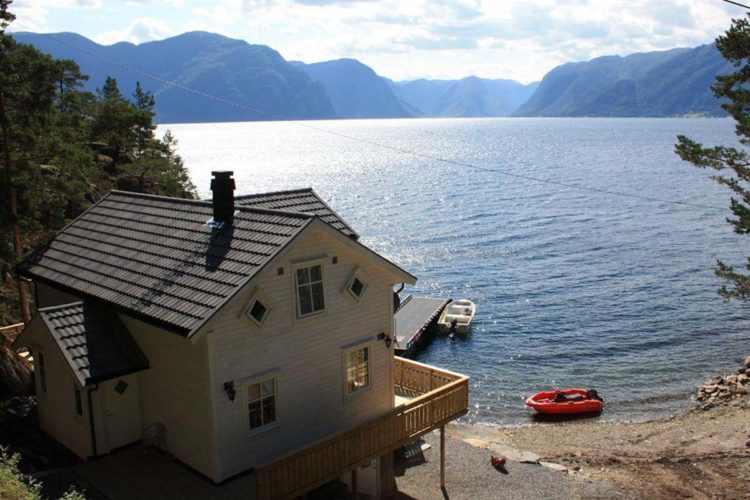 Ein Angelurlaub in Frivik am Sognefjord verspricht nicht nur viel Fisch, sondern auch eine tolle Umgebung. Foto: Borks